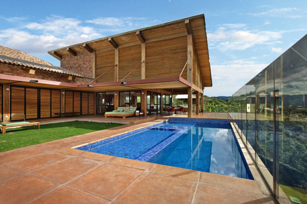 mh 121110 01 940x625 Diverse Mountain House with an Extreme Level of Comfort in Brazil