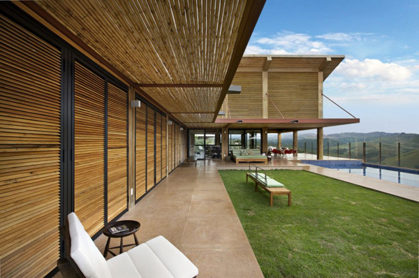 mh 121110 02 940x624 Diverse Mountain House with an Extreme Level of Comfort in Brazil