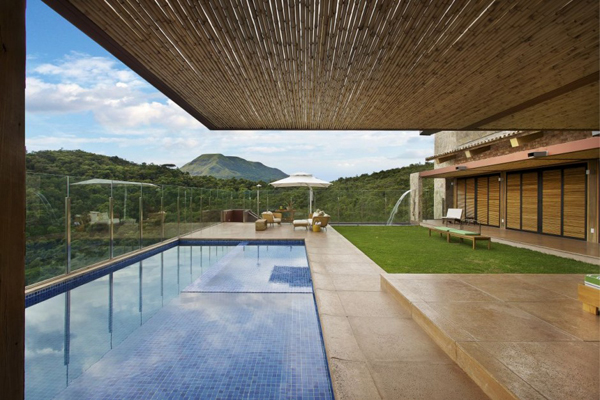 mh 121110 03 940x627 Diverse Mountain House with an Extreme Level of Comfort in Brazil
