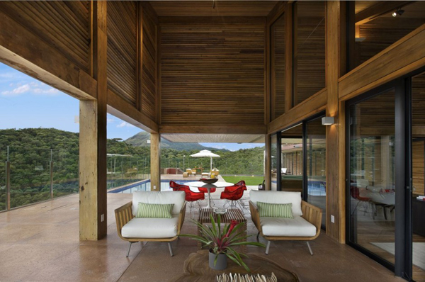 mh 121110 04 940x624 Diverse Mountain House with an Extreme Level of Comfort in Brazil