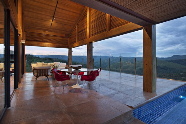 mh 121110 05 940x626 Diverse Mountain House with an Extreme Level of Comfort in Brazil