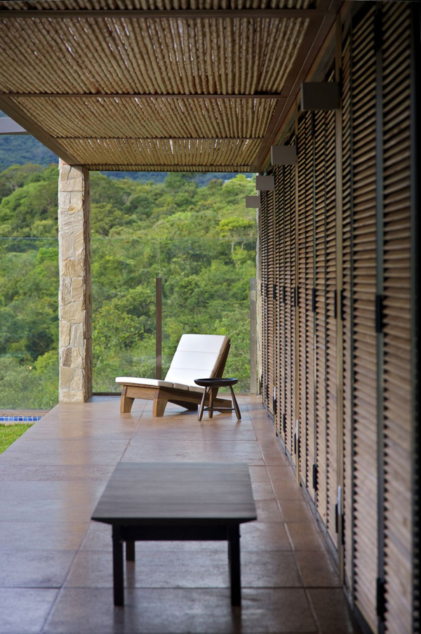 mh 121110 06 940x1414 Diverse Mountain House with an Extreme Level of Comfort in Brazil