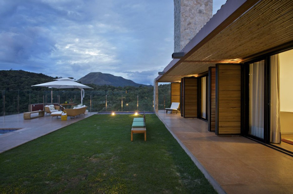 mh 121110 07 940x624 Diverse Mountain House with an Extreme Level of Comfort in Brazil