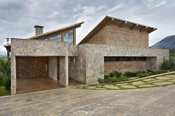 mh 121110 08 940x624 Diverse Mountain House with an Extreme Level of Comfort in Brazil