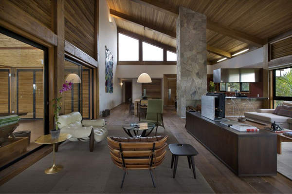 mh 121110 12 940x624 Diverse Mountain House with an Extreme Level of Comfort in Brazil