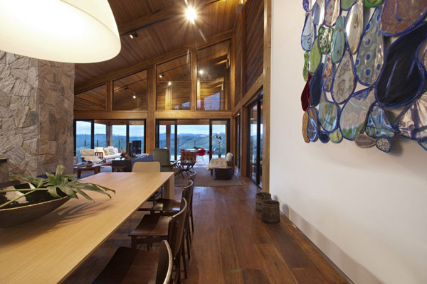 mh 121110 18 940x626 Diverse Mountain House with an Extreme Level of Comfort in Brazil