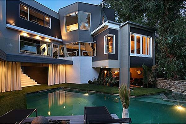 Strange Angular Interior And Exterior Home Design In East Hollywood