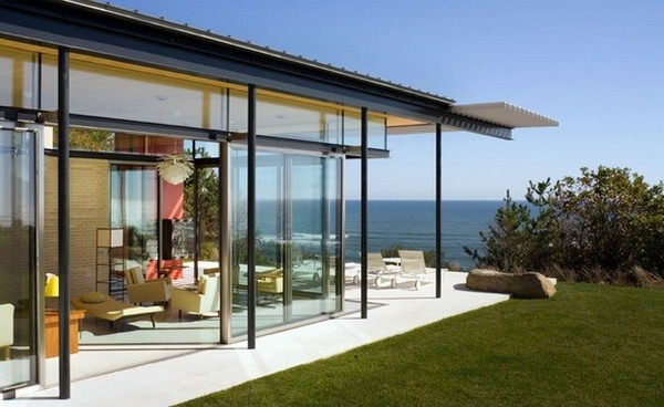 Freshome Montauk Residence 06.jpg Oceanfront Home Invaded by Color: Montauk Residence