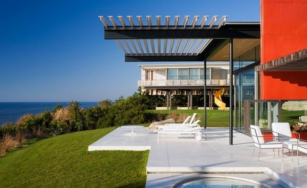 Freshome Montauk Residence 07.jpg Oceanfront Home Invaded by Color: Montauk Residence