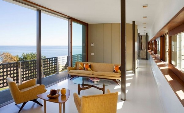 Freshome Montauk Residence 16.jpg Oceanfront Home Invaded by Color: Montauk Residence