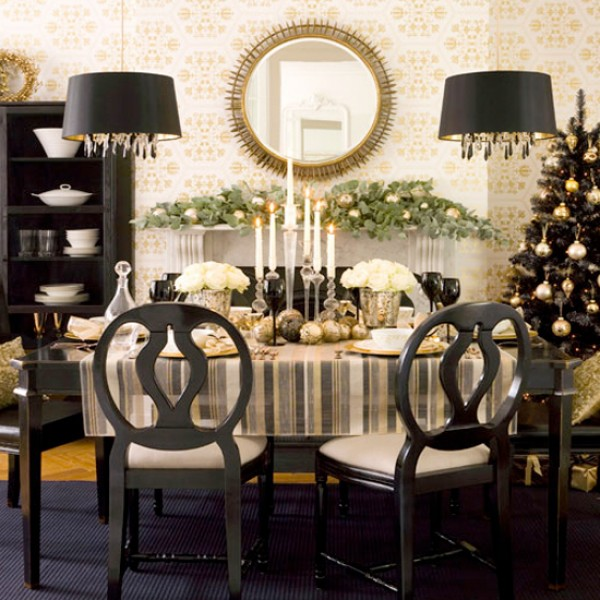 creative centerpiece ideas for your holiday dinner table freshome com rh freshome com Dining Table Flower Centerpiece Everyday Dining Table Centerpiece Ideas