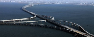 World's Longest Sea Bridge in China : The Qingdao Haiwan Bridge ( Video )