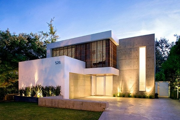 kent 24th front Energy and Art in a Fabulous Contemporary Pool Home