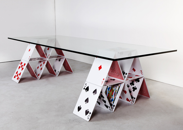 moveis Mauricio61 baixa Playing with Design: House of Card Table by Mauricio Arruda