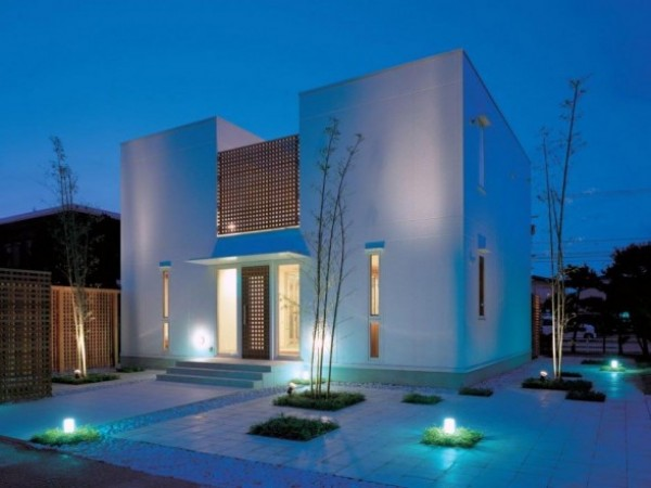 ex light beauty e1296673627563 How to Showcase your Home with Exterior Lighting