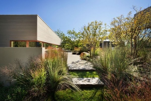 amazing modern villa Freshome 11 Impecable Modern Home Design: Art and Surf Residence in Montauk