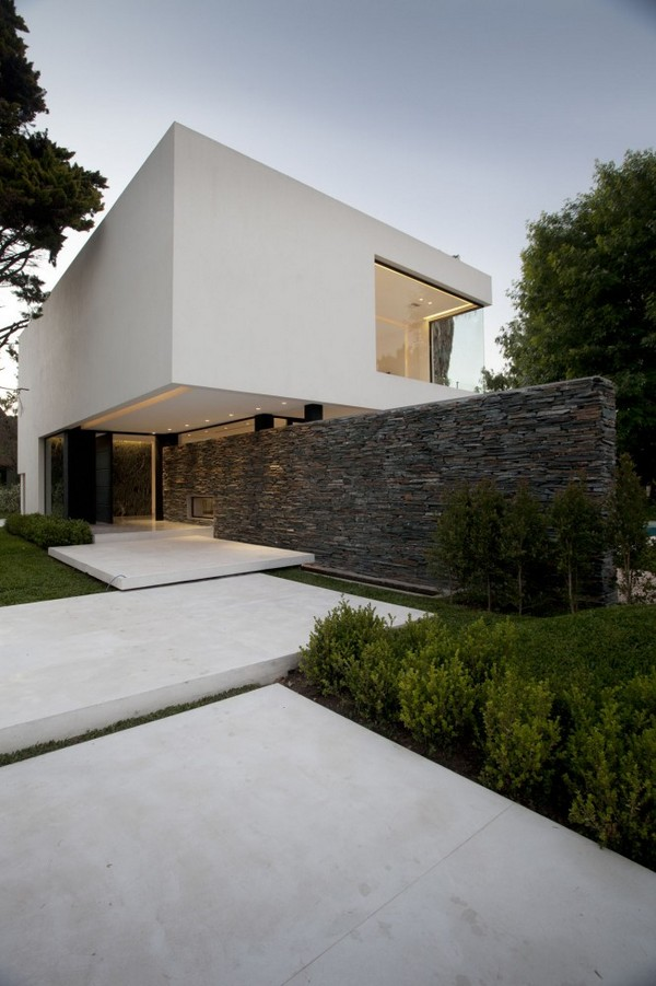 modern residence Freshome 211 Modern White Residence Which Seems to Rise from Water: Carrara House