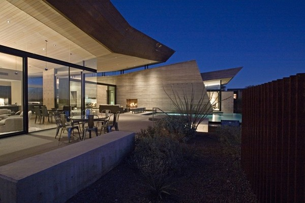 modern villa Freshome 25 Remote, Modern and Impressive: Desert Wing Residence in Arizona