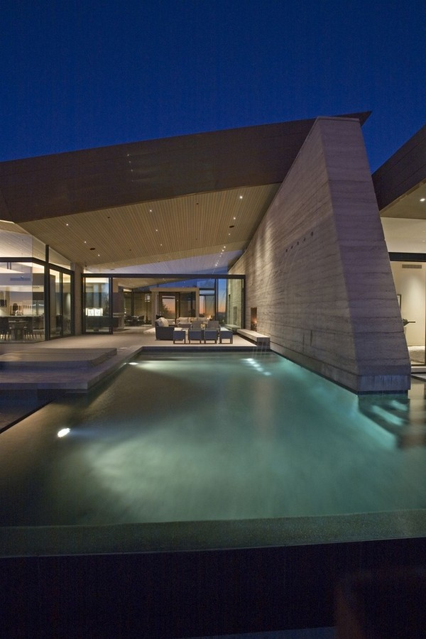 modern villa Freshome 26 Remote, Modern and Impressive: Desert Wing Residence in Arizona