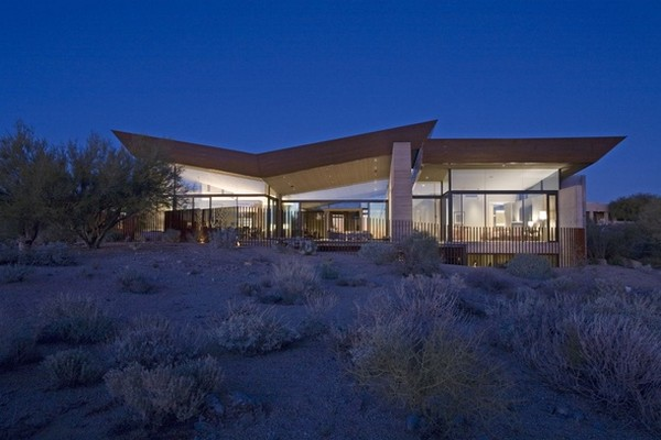 modern villa Freshome 27 Remote, Modern and Impressive: Desert Wing Residence in Arizona