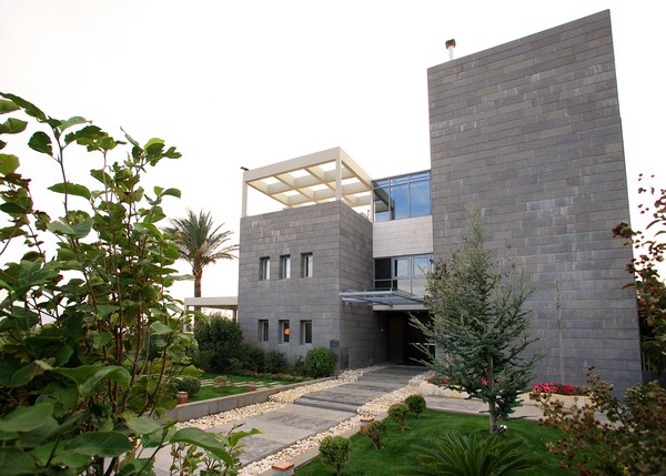 villa Freshome 13 Contemporary Residence in Lebanon Surrounded by Fountains and Palm Trees