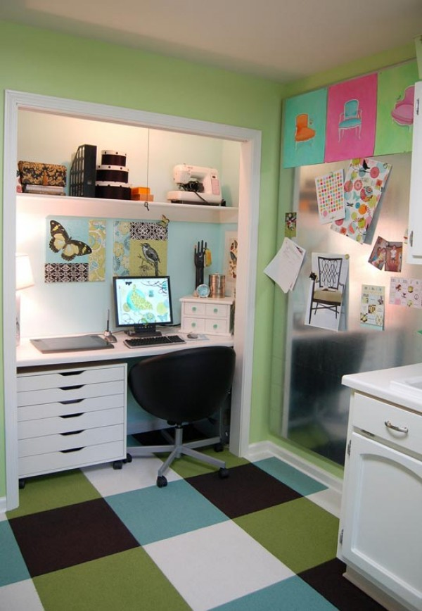 Create a functional home office from a closet - Creating a small home office ...