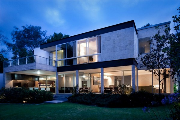 Diverse Contemporary Residence in Mexico City