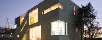 Family Residence in South Korea: The Cracked House