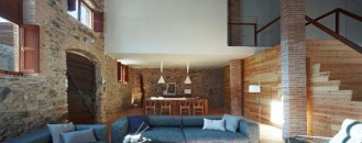Rustic and Modern Residence in Spain's Priorat Wine Region