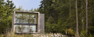 Small & Mesmerising Cabin-Shaped Home by Heliotrope Architects