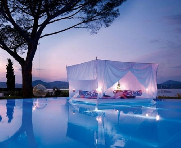 38 Outdoor Canopy Beds for a Romantic Summer