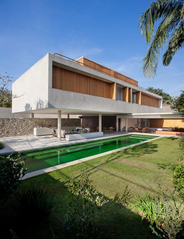 MODERN HOME IN BRAZIL DISPLAYING UNIQUE ARCHITECTURE DETAILS