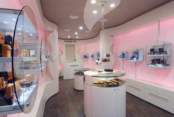 Lined Up in a Romantic Way: Comete Jewelry Store in Milan