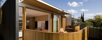 Delightful Timber Residence : Curl Curl Beach House in Australia