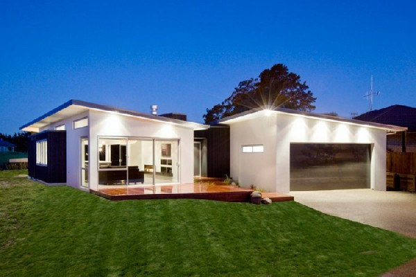 Modern Residence In New Zealand Literally Opening Up Towards A
