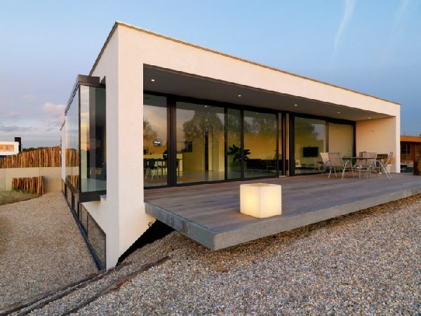 Solidifying A Home's Connection to Nature: House S