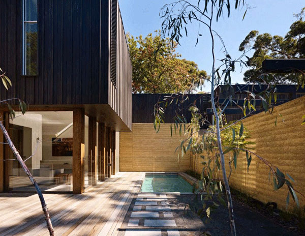 Cleverly Linking Two Homes in One Single Structure: The Avenue Residence