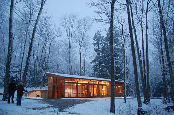 Small, One Room Cabin in Massachusetts With an Impressive Layout