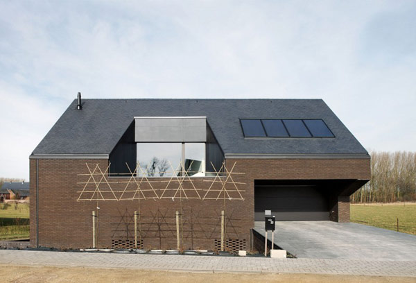 Creative Home in Belgium, Alternating Open and Closed Spaces