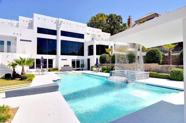 Four-Bedroom Luxurious Waterfall Mansion in Dallas, Texas