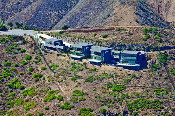 Malibu Bridge House With Luxurious Features Up For Sale