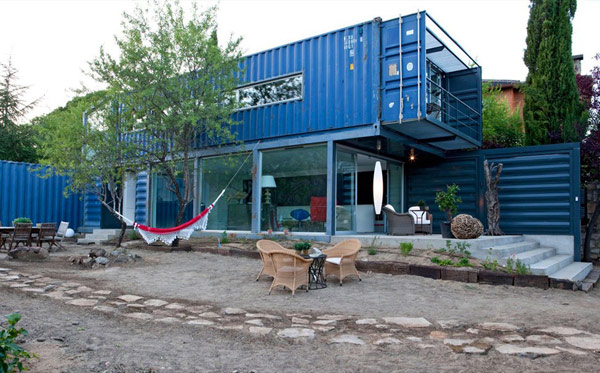 Incredible Modern Home Built Using Four Shipping Containers: Casa El Tiamblo