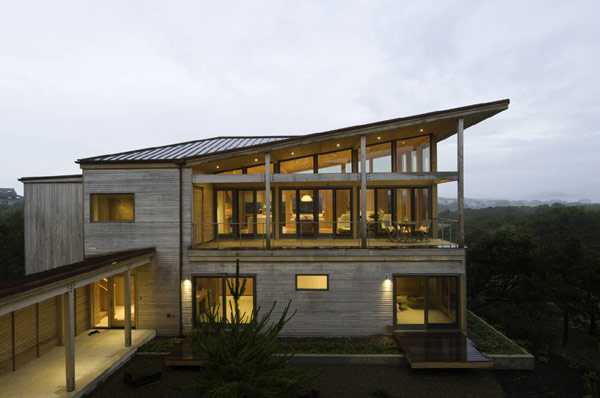 Sculptural Oregon Coast Beach House by Boora Architects