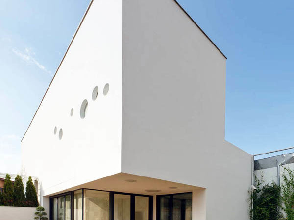 Bright Transparency Defining Long And Narrow Residential Lot