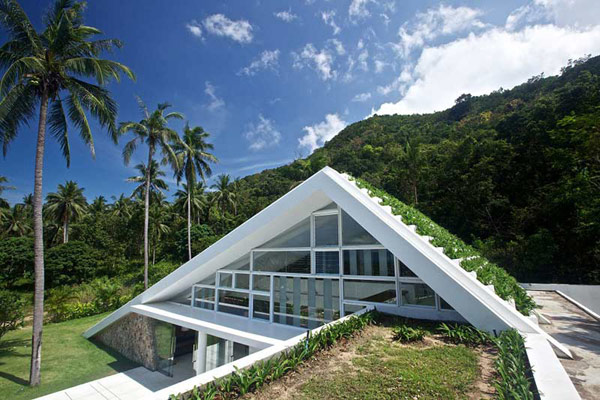 Green Architectural Features Displayed by Holiday Villa in Thailand: Aqualina Residence