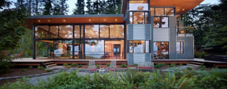 Sustainable Glass Home in USA Opening Up Towards a Perfect Landscape