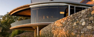 Original US Home Perfctly Embedded in Its Landscape: Coastlands Residence