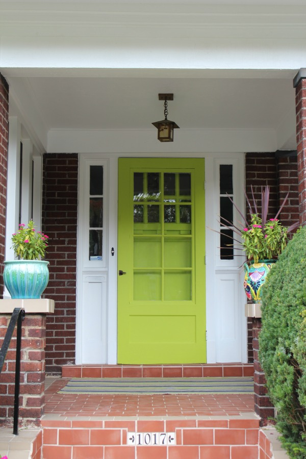 Bright & welcoming front door | Image via Embrace my Space