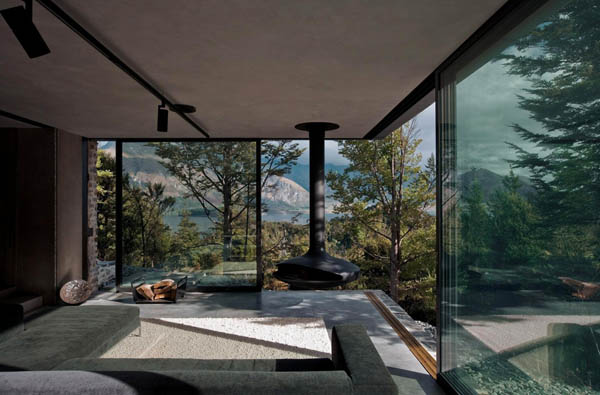 Secluded Retreat Integrating Mountain-Inspired Colors And Textures