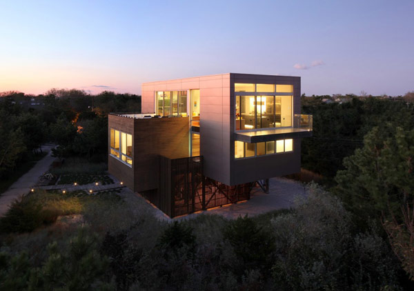 Highly Modern American Home Showcasing A Dynamic Architectural